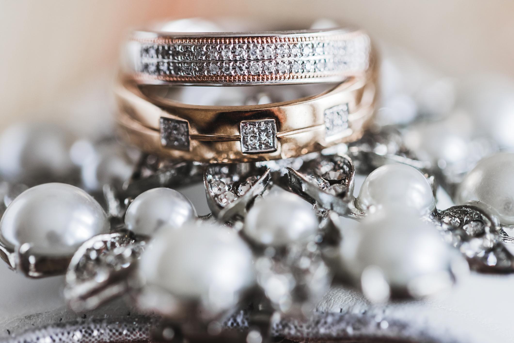 Bruk  smykker  til  å  fremheve  stilen  din